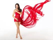 Vestido de ondulação do voo vermelho da mulher, branco imagem de stock