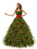 Vestido del árbol de navidad, mujer de la moda y actuales regalos, blancos foto de archivo libre de regalías