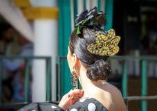 Vestido del flamenco de la mujer que lleva hermosa Detalle del SP tradicional Fotos de archivo
