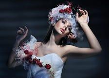 Vestido desgastando da mulher nova Fotos de Stock