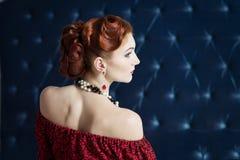 Vestido do cabelo, estilo luxuoso, retro elegante Fotografia de Stock