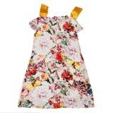 Vestido elegante hermoso del verano de la muchacha Aislado en el fondo blanco Cintas rosadas del color y del amarillo Visión post Imágenes de archivo libres de regalías