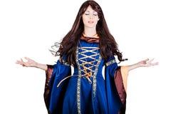 Vestido medieval infantasy de la bruja hermosa de la mujer y pelo largo Imágenes de archivo libres de regalías