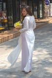 Vestido nacional do Ao Dai Vietnamese imagens de stock royalty free