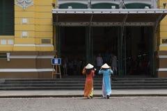 Vestido nacional do Ao Dai Vietnamese imagens de stock