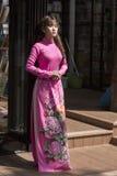 Vestido nacional do Ao Dai Vietnamese fotos de stock royalty free