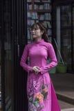 Vestido nacional do Ao Dai Vietnamese fotos de stock