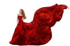 Vestido vermelho da forma da mulher, vestido que acena no vento, tela de seda de voo imagem de stock