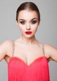 Vestido vermelho do retrato bonito da menina do dançarino do salão de baile Fotografia de Stock