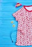 Vestido y accesorios de la niña pequeña Imagenes de archivo