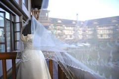Vestido y velo de boda Imágenes de archivo libres de regalías