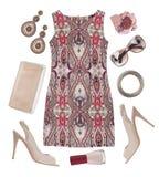 Vestido, zapatos, cosmético multicolor y accesorios modelados aislados en blanco Imagen de archivo libre de regalías