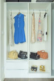 Vestidos, bolsos y zapatos en el guardarropa blanco Imágenes de archivo libres de regalías