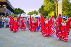 Vestidos coloridos rojos brillantes de las mujeres Imágenes de archivo libres de regalías