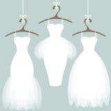 Vestidos de casamento em ganchos Fotos de Stock
