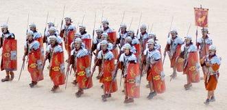 Vestidos jordanos del hombre como soldado romano Foto de archivo libre de regalías