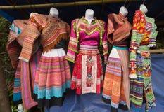 Vestidos nacionales de Hmong, Vietnam septentrional Foto de archivo libre de regalías