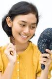 Vestindo a mulher asiática foto de stock