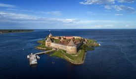 Vesting Oreshek op eiland in Neva-rivier dichtbij Shlisselburg-stad royalty-vrije stock foto's