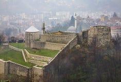 Vesting in Travnik In de schaduw gestelde hulpkaart met belangrijke stedelijke gebieden Stock Foto