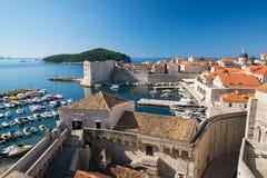 Vesting van St Ivan en de jachthaven in oude Dubrovnik Stock Foto's