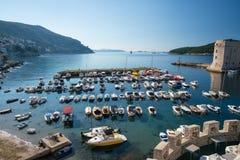 Vesting van St Ivan en de jachthaven in oude Dubrovnik Stock Fotografie