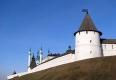 Vestingwerk en torens van Kazan het Kremlin Stock Foto's