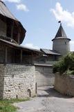 Vestingwerken en het bekijken toren van Pskov Royalty-vrije Stock Afbeeldingen