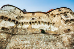 Vestingwerkmuren van het middeleeuwse kasteel Veliki Tabor, Kroatië royalty-vrije stock afbeeldingen