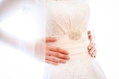 Vestire i vestiti dalla sposa Immagine Stock Libera da Diritti