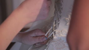 Vestire Joy Caucasian Bride felice video d archivio