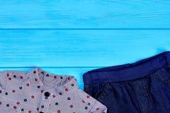 Vestiti d'avanguardia dei bambini, spazio della copia Immagini Stock