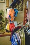 Vestiti da vendere in memoria Fotografie Stock Libere da Diritti
