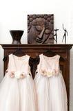 Vestiti dalla domestica della sposa Immagini Stock