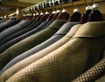 Vestiti degli uomini e cappotti di sport Fotografia Stock Libera da Diritti