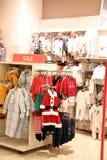 Vestiti dei bambini in negozio Immagine Stock Libera da Diritti