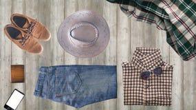 Vestiti dei pantaloni a vita bassa ed accessori dell'uomo Fotografia Stock