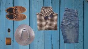 Vestiti dei pantaloni a vita bassa ed accessori dell'uomo Immagini Stock Libere da Diritti