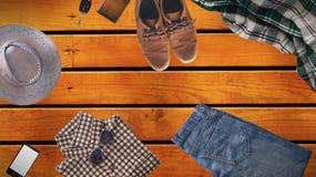 Vestiti dei pantaloni a vita bassa ed accessori dell'uomo Fotografia Stock Libera da Diritti
