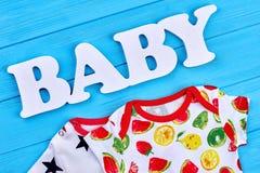 Vestiti del bambino del cotone della stampa della frutta Immagini Stock Libere da Diritti