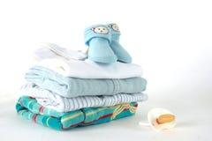 Vestiti del neonato immagini stock libere da diritti