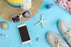 Vestiti delle donne di estate di modo messi con gli accessori Fotografia Stock