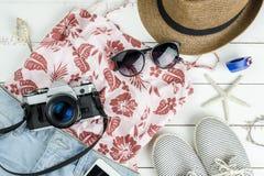 Vestiti delle donne di estate di modo messi con gli accessori Immagini Stock Libere da Diritti