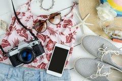 Vestiti delle donne di estate di modo messi con gli accessori Immagini Stock