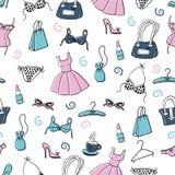 Vestiti delle donne ed accessori, modello senza cuciture di scarabocchio disegnato a mano Immagini Stock