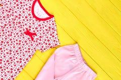 Vestiti di alta qualità della neonata Fotografia Stock