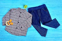 Vestiti di autunno del neonato di progettazione moderna Fotografia Stock Libera da Diritti