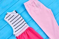 Vestiti di estate del cotone della neonata Fotografia Stock Libera da Diritti