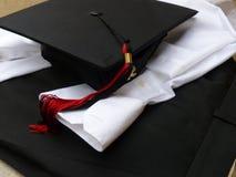 Vestiti di graduazione Immagini Stock Libere da Diritti