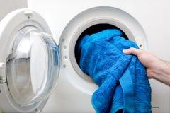Vestiti di lavaggio Immagini Stock Libere da Diritti